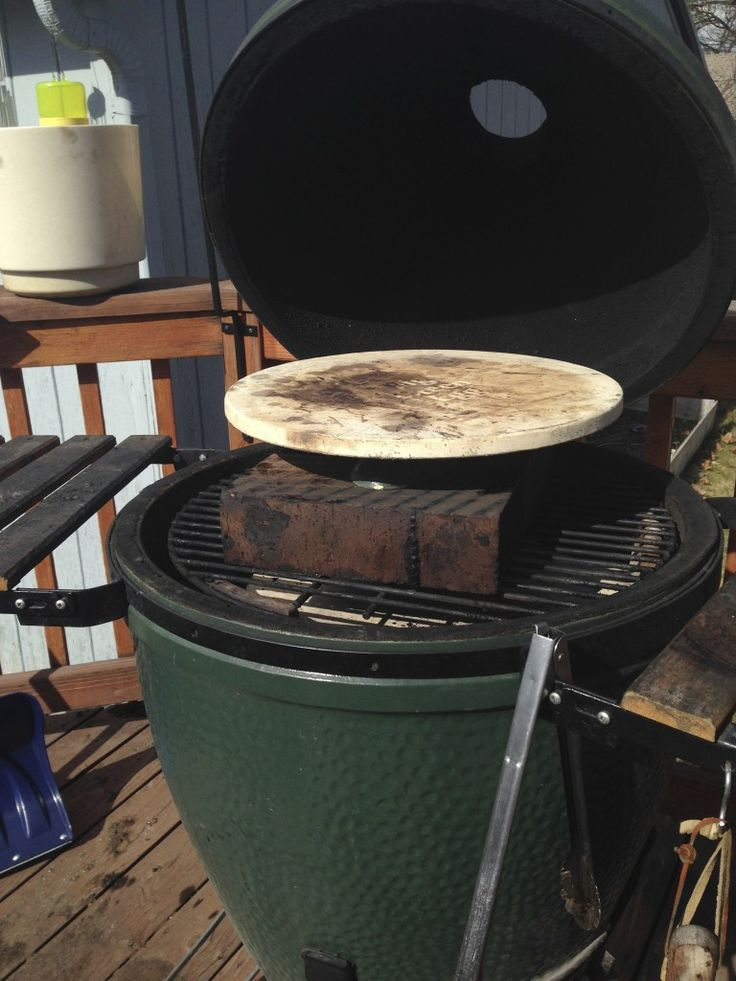 How To Grill Pizza on The Big Green Egg - GrillGirl blog: healthy grilling recipes, big green egg recipes, paleo recipes, low carb recipes, tailgating recipes