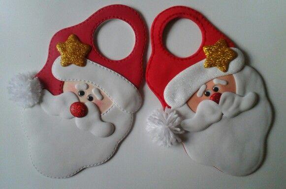 Santas para decorar las puertas con pomos, elaborados con foamy.