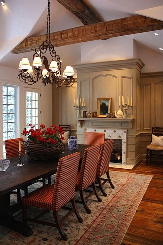 I can't say how much I love this dining room. The table and chairs are fantastic. Everything looks great together. Wonderful flow.