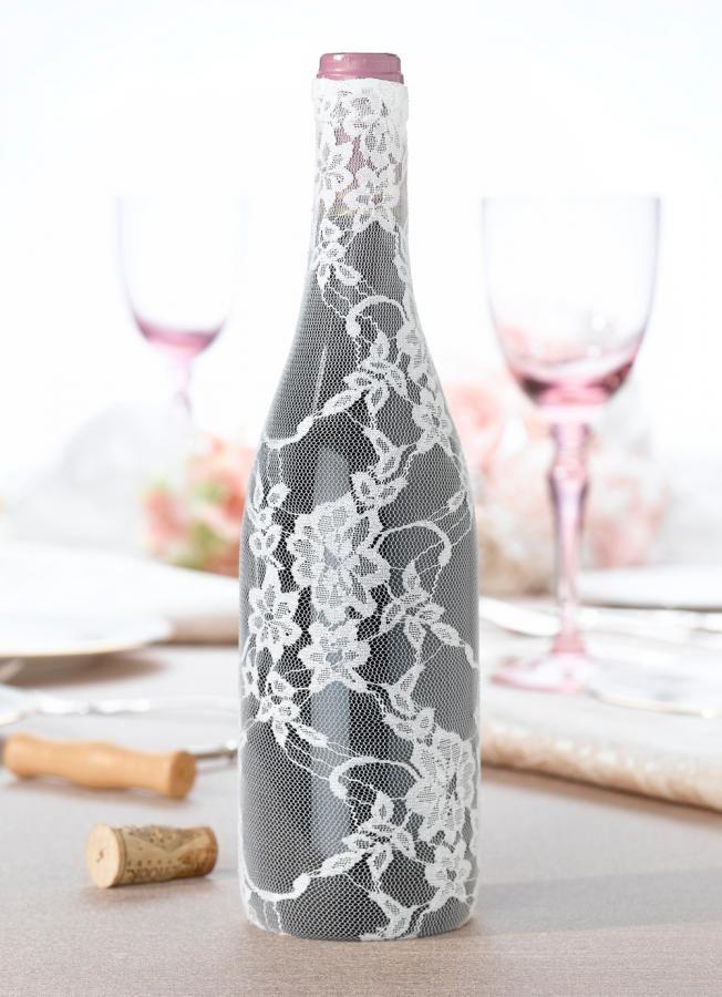 Decorazione in pizzo per bottiglia di vino  - Party e Feste, Allestimenti, Tavoli e sedie -  http://www.dettagliperfetti.com/tavoli-e-sedie/5735-Decorazione-in-pizzo-per.html -    Questa originalissima decorazione in pizzo è perfetta per un allestimento di nozze   originale e glamour!       La bottiglia non è inclusa.       Il prezzo è riferito a 1 decorazione!       Misura Standard.