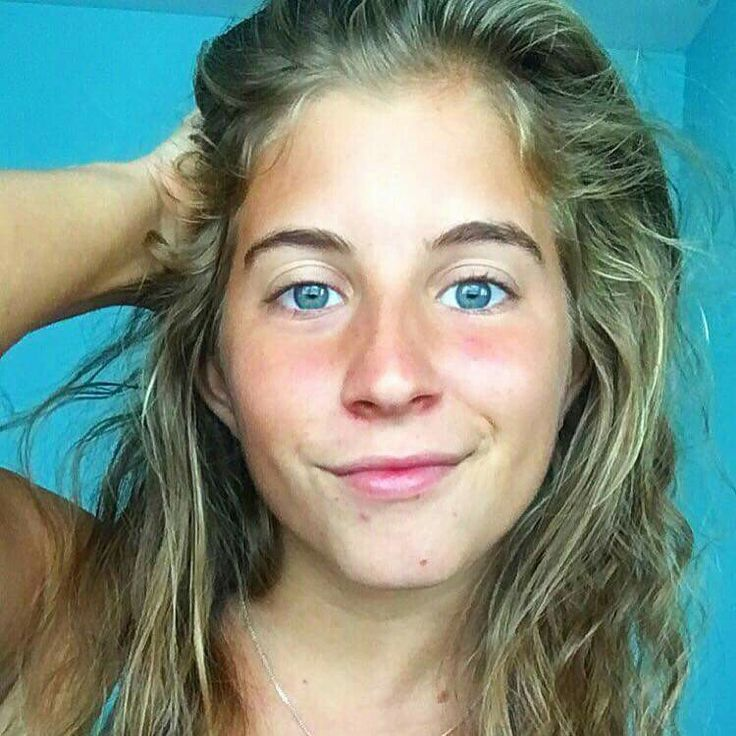 Alyse Brautigam - Raw Alignment . She's a YouTuber and healthy living coach. Very adorable. I love her no makeup, she doesn't shave. Her body hair is nice.