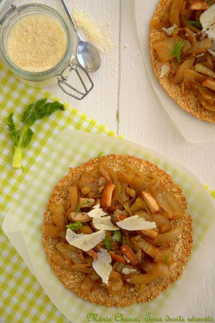 Tarte fine et croquante au son d'avoine, croûte de parmesan, Fondue de fenouil et « lardons » végétariens (Recette à IG bas)