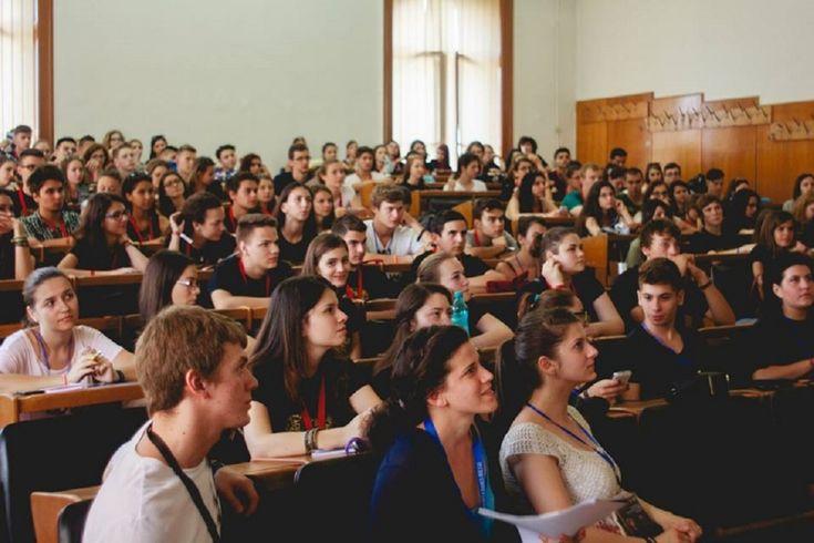 Distribuiți acest manifest al demnității dascălilor: Viitorul României stă în educație!