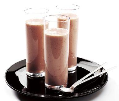 Supersnabb och enkel smoothie när du har bråttom! Den laddade mellanmålsdrinken blir matig med paprika och får söta toner av hallon och honung. Drinken smakar bäst väl kyld.