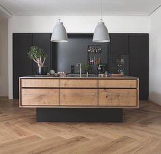 Grand Pattern Herringbone Floorboards by @dinesen & a bespoke kitchen made of Oak from @gardehvalsoe  #Dinesen #design