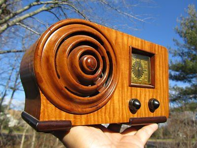 1939 art deco old bullseye radio