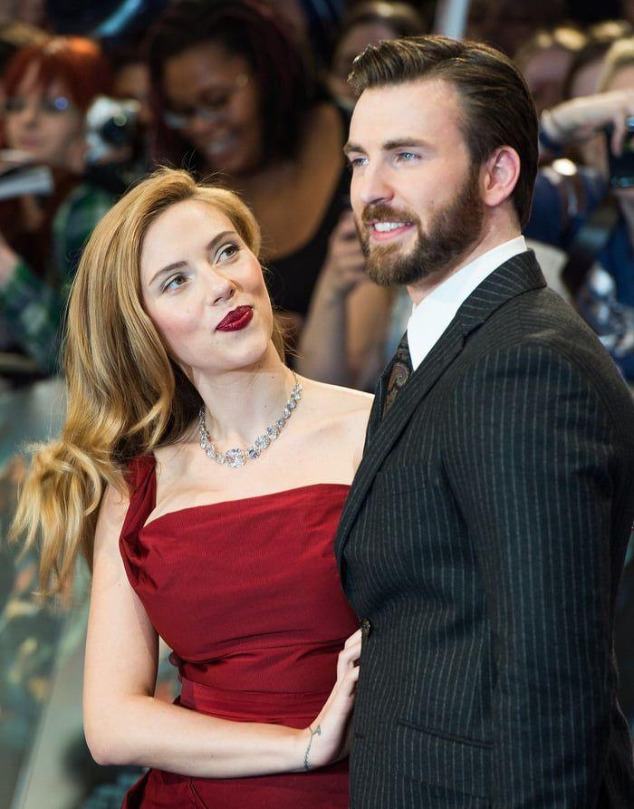 Finden Sie jemanden, der Sie genauso ansieht, wie Black Widow Captain America ansieht