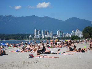 10 Beach Bag Must-Haves