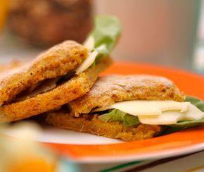 Är du trött på vanligt, smaklöst, vitt bröd? Då ska du testa det här supergoda och färska grahamsbrödet som har en härlig smak av de nyttiga morötterna. Perfekt att servera till frukost eller mellanmål.