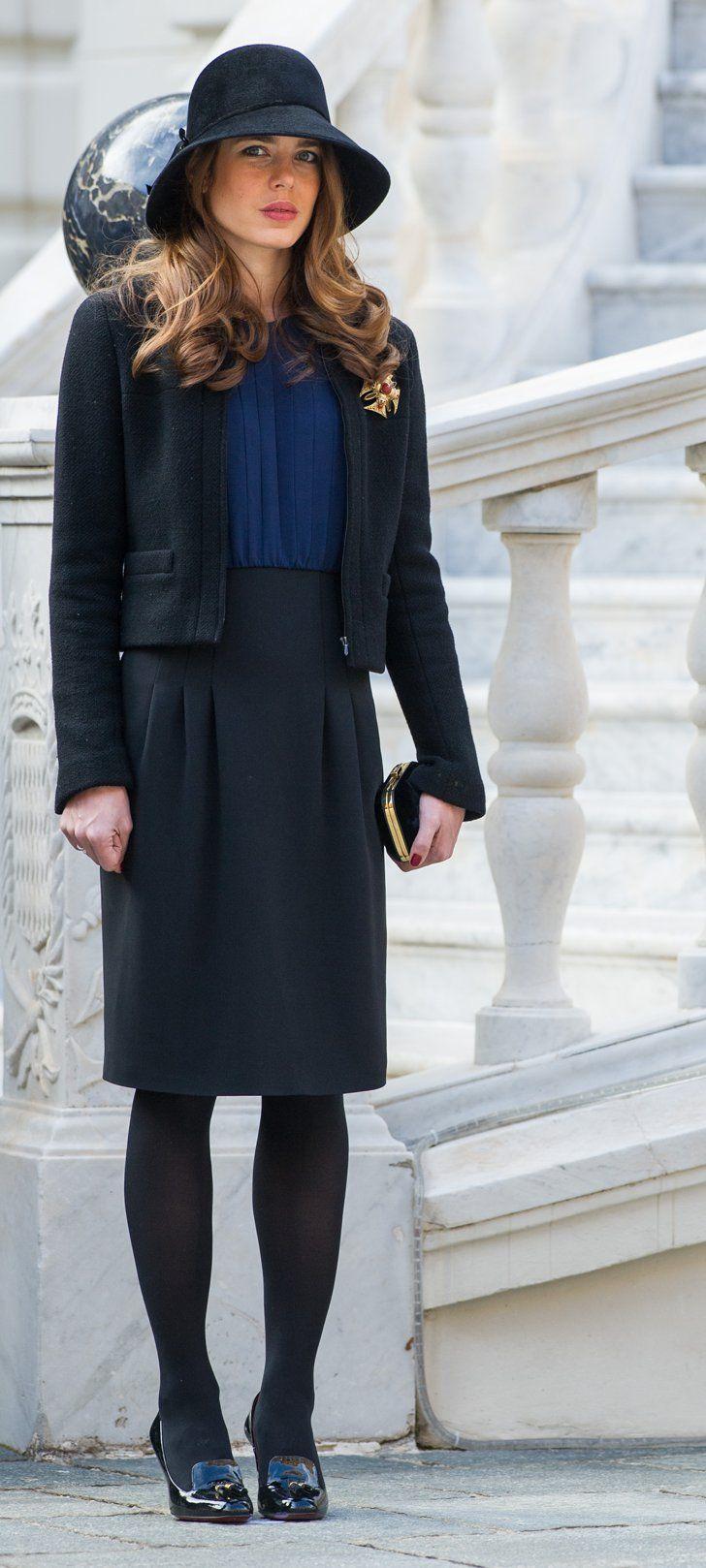 Pin for Later: Les 44 Secrets Mode de Charlotte Casiraghi, la Muse Royale de Karl Lagerfeld Charlotte Sait Comment Mélanger le Bleu et le Navy