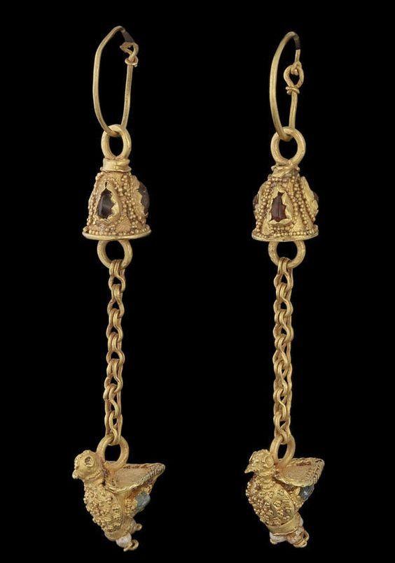 Римскте серьги. Золото, гранаты, изумруды. 3-4 в. н.э.