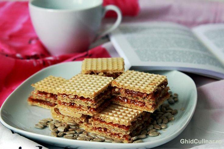 Napolitane cu caramel si seminte - un desert destul de simplu, delicios si sanatos.