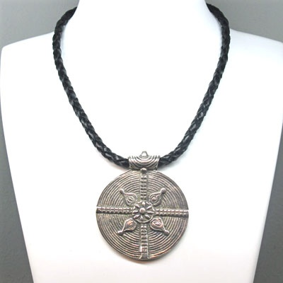 Pendant in leather and metal bathed in silver. Made with the best materials,leather of kangaroo, ostrich, etc. Leather design. Handmade in Spain. Tax free $64.90