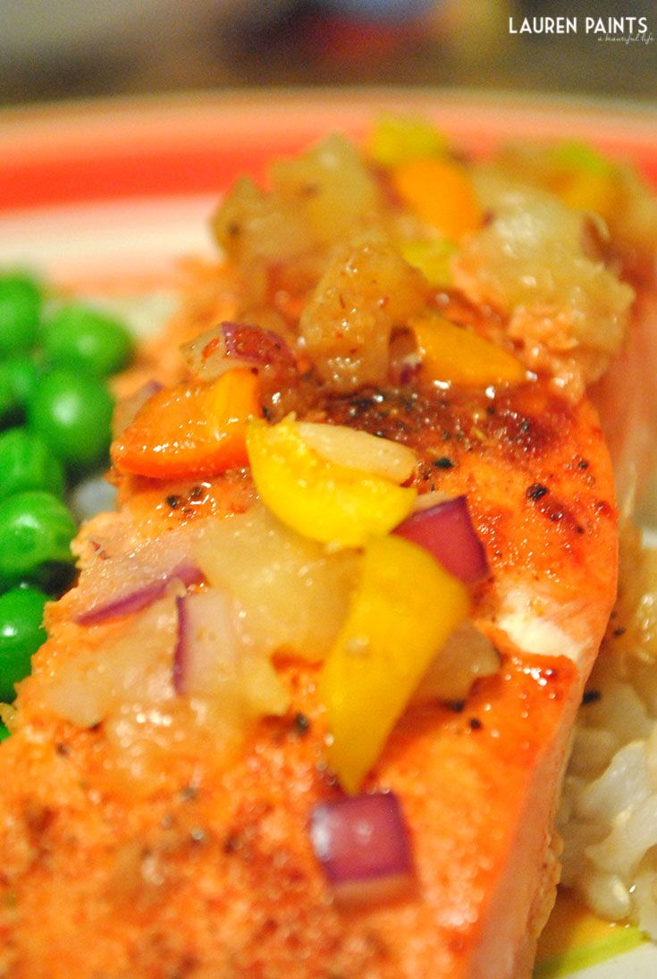 Sweet Hawaiian Pineapple & Pepper Salmon Recipe - This super delicious Salmon recipe packs a punch of flavors into a super sweet and savory meal. If you are looking for a different fish recipe, that will thrill your taste buds then I highly suggest this Sweet Hawaiian Pineapple & Pepper Salmon.