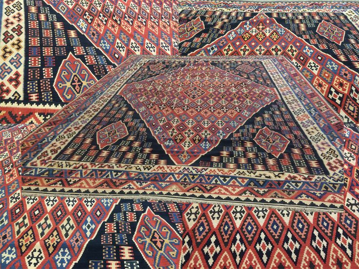 Looking for an extra large size Flat Weave #rug then this gorgeous #Persian #Qashgai #Kilim is an ideal choice.