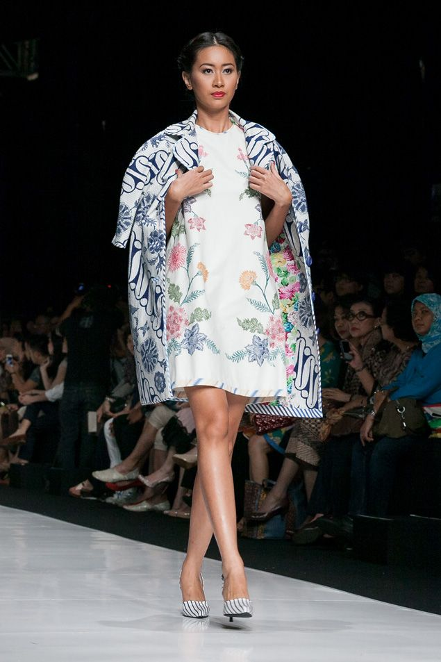 https://www.instagram.com/wrdnfashionindo/ - Batik Indonesia - Edward Hutabarat dalam fashion show Jakarta Fashion Week 2014, 20 Oktober 2013 – The Actual Style