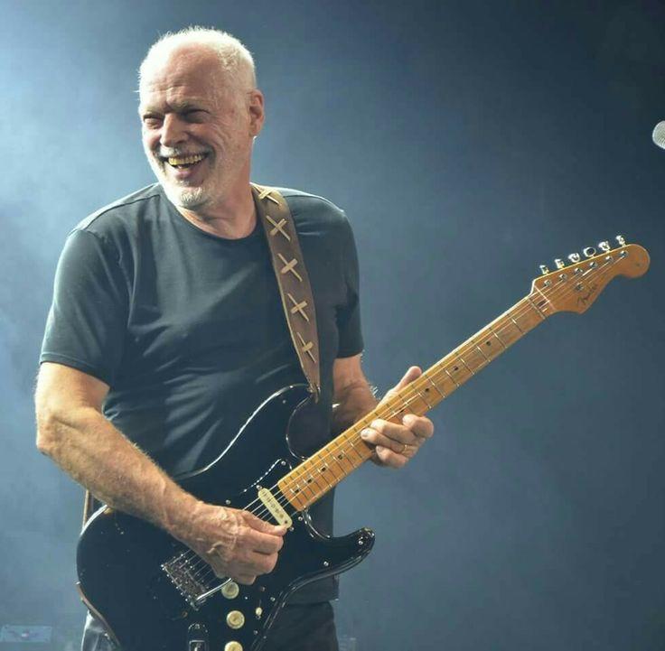 """""""La guitarra es el instrumento que elegí, el que amo. Pero mi idea es que eso es solamente una parte de mi paleta musical. Pienso en mí como cantante y como autor, tanto como guitarrista. Sé que otros me perciben más como guitarrista, pero yo tengo que verme tal como me veo...""""  David Gilmour."""