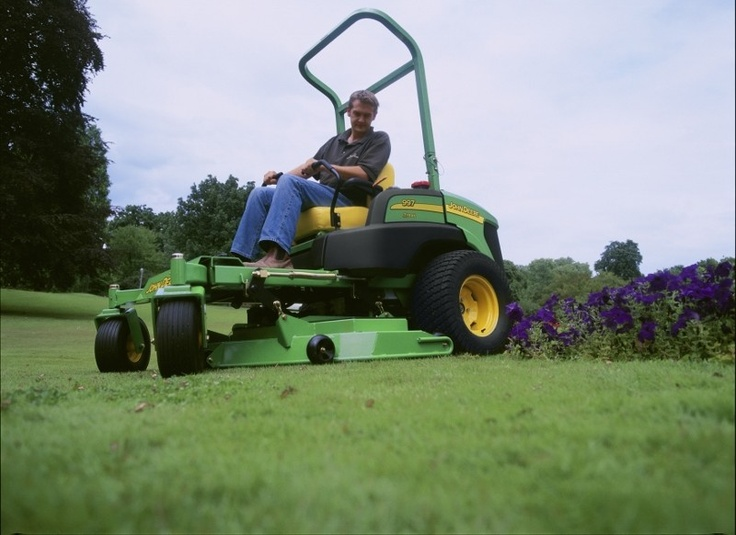John Deere Financial has announced two new spring finance programmes for UK customers, covering the John Deere 2500B triplex greens mower and the 2500E electric hybrid model, as well as the commercial 997 zero-turn mower.