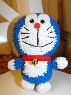 Doraemon Amigurumi - Patrón Gratis en Español aquí:  http://lascosasdemisimisi.blogspot.com.es/2012/08/doraemon-amigurumi-patron.html