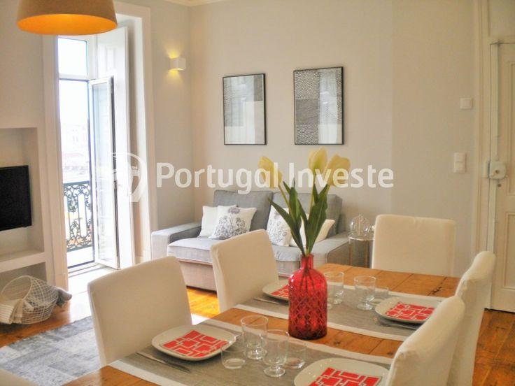 Cozinha/Sala, Vende T2, remodelado, junto Mercado de Fusão e Castelo de S. Jorge - Portugal Investe