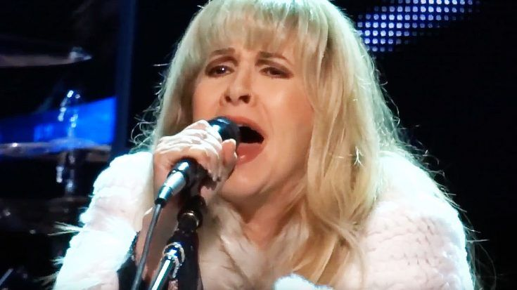 With A Tear In Her Eye, Stevie Nicks Paid Tribute To A Lost Friend With Stunning Performance Of 'Moonlight' | Society Of Rock Videos ~ http://societyofrock.com/with-a-tear-in-her-eye-stevie-nicks-paid-tribute-to-a-lost-friend-with-stunning-performance-of-moonlight/