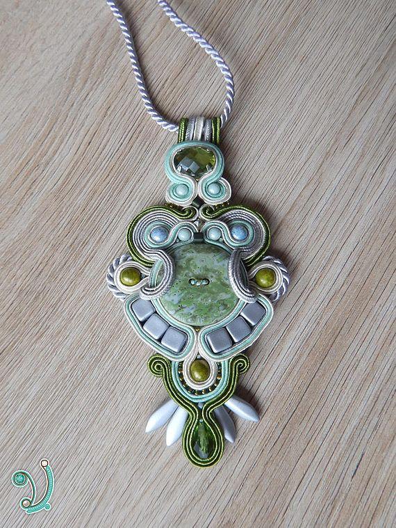 Soutache pendant with button