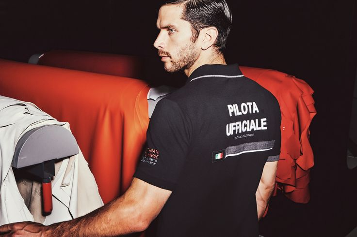 The successful Pilota ufficiale Squadra Corse line was born in deference to Lamborghini driving academy leading the most famous tracks around the world. Technical and sports clothing with the visionary excellence of the house of the Bull. Check out the new Autumn Winter 2015-16 collection on lamborghinistore.com