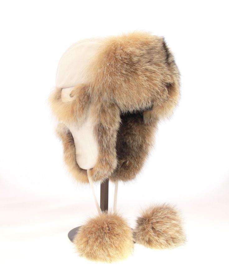 Charmante chapeau aviateur en cuir blanc et lynx avec des pompons en lynx / Charming aviator hat made with white leather and lynx with lynx pompoms