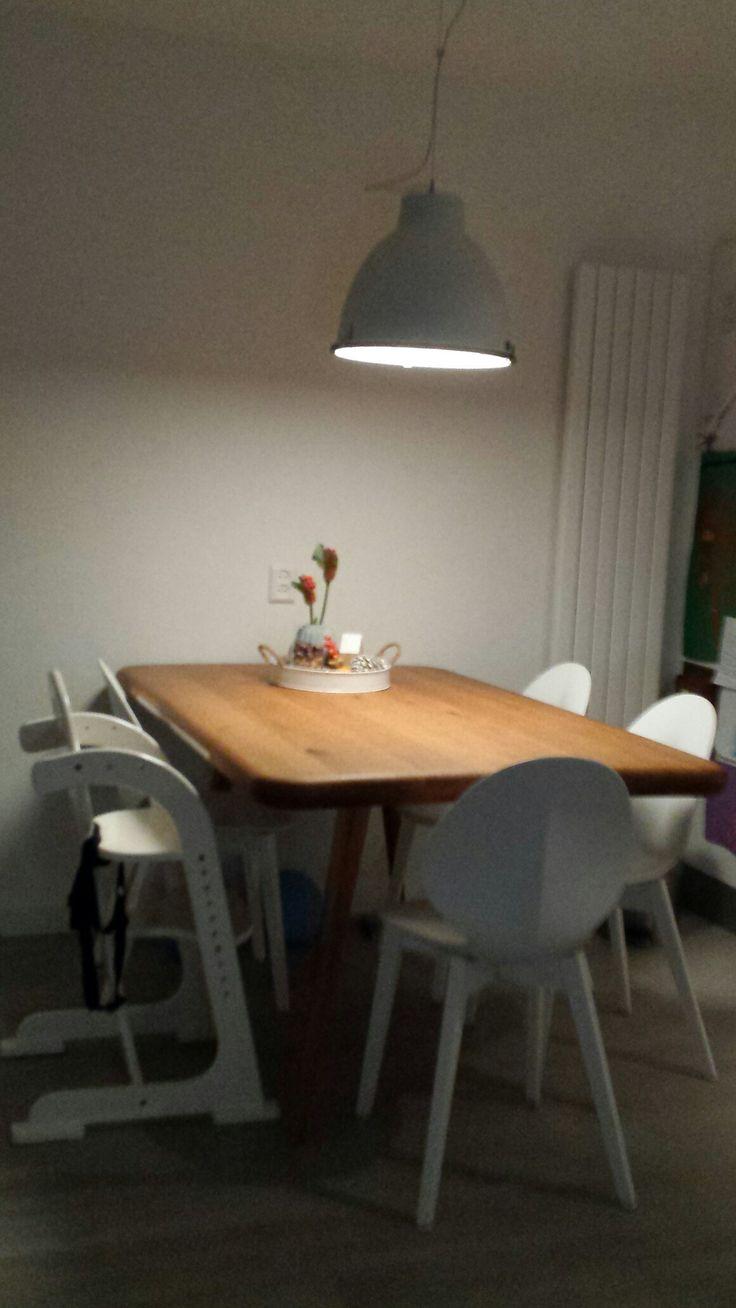 Tafel en stoelen van #Goossens