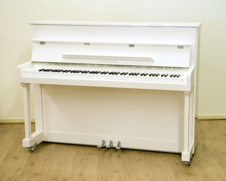 Witte piano...
