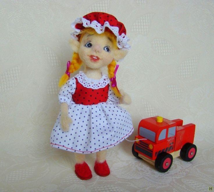 Валяная кукла. гномочка ми купить недорого в интернет магазине товаров ручной работы  HandClub.ru  Гномочка Мирабель - веселая и смышленая девочка. Друзья называют ее Мира или Ми. Ми - заводила во всех играх, с ней никогда не бывает скучно. И Вам она станет лучшей подружкой, ей можно доверить любой секрет, она сохранит тайну. Принесет в дом лучик солнышка и радость, станет оригинальным подарком для близкого человека.