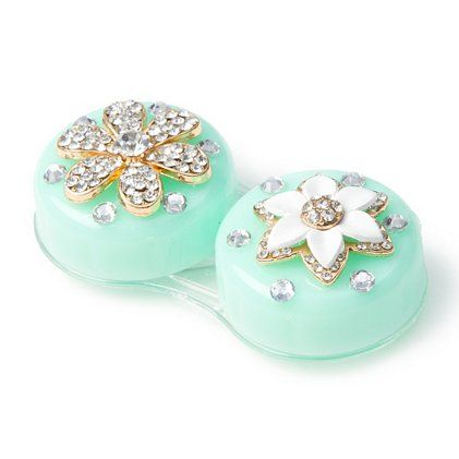 Even your contact lens case get in on #spring with this floral case