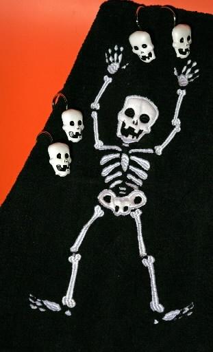Skull Bathroom Decor: * Skull Bath Rug And Skull Shower Curtain Hooks *