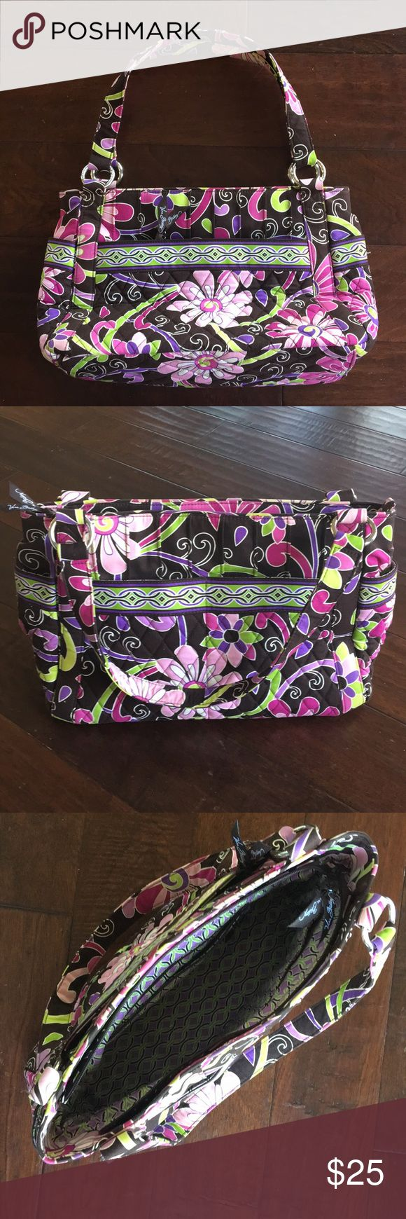 Vera Bradley Tote Bag Like New Vera Bradley Tote Bag. Could be used as diaper bag. 5 outside pockets. 4 inside pockets. Vera Bradley Bags Baby Bags