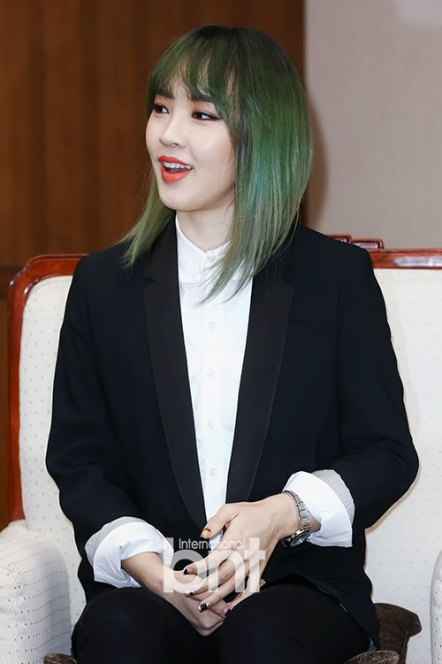 Jiyoon // 4Minute // I LOVE HER GRASS GREEN HAIR IDC WHAT ANYONE ELSE SAYS!