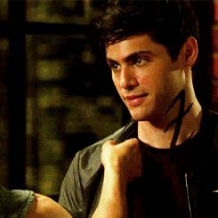Imagen de gif, alec lightwood, and magnus bane