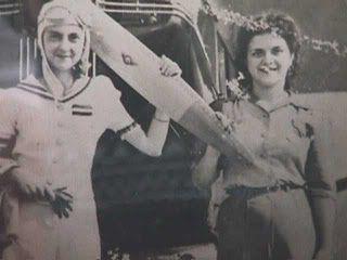 Ana Branger se graduo en Francia y Marie Calcaño en Estados Unidos, ambas venezolanas. Las primeras mujeres piloto venezolanas