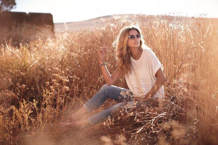 Jean ve beyaz tshirt'ün rahatlığını şıklık ile kombinleyin. #Marks&Spencer #ACity zemin katta.