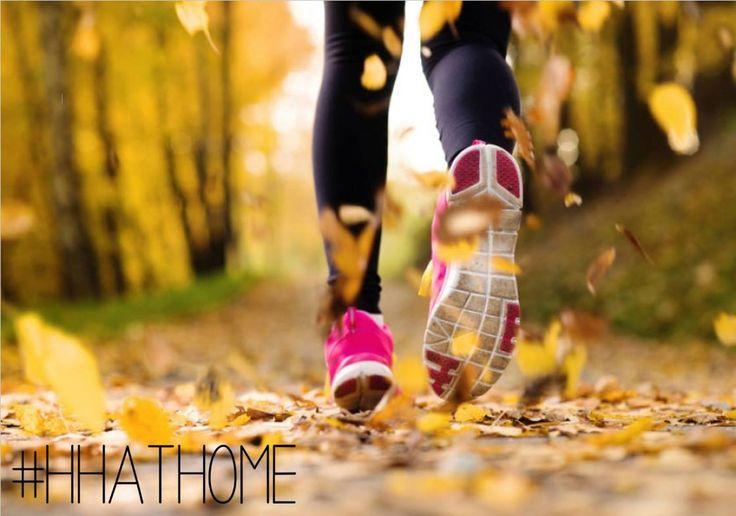 #fitnessfriday Naast indoor activiteiten is het ook wel eens lekker om lekker buiten te gaan sporten. Zeker met dit herfstweer en rondvliegende bladeren zouden wij wel een rondje in het bos willen lopen  #happyfriday #running #autumn #hhathome #happyandhealthyathome
