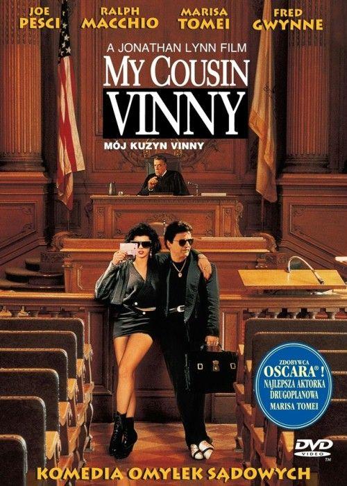 Mój kuzyn Vinny (1992) | Bill i Stan zostają niesłusznie oskarżeni o morderstwo. Będzie ich bronić niedoświadczony adwokat, który nie zna procedur panujących na sali sądowej.