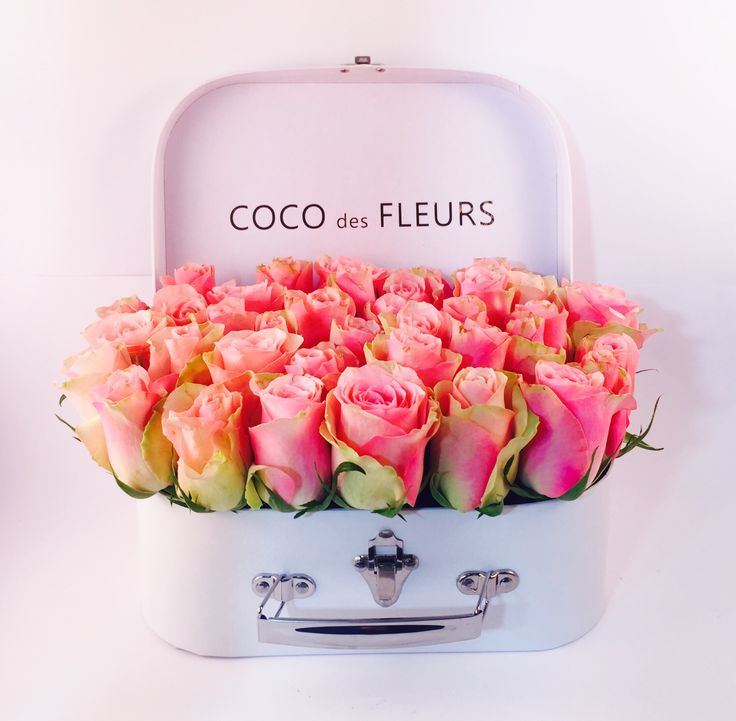 COCO des FLEURS  #farewell #boxedroses #beautifulroses #luxuryboxedroses #cocodesfleurs #cocoluxur #deeppink #hotpink #redroses #blushroses #hightea #bridalgifts #bridesmaids www.cocoluxur.com.au