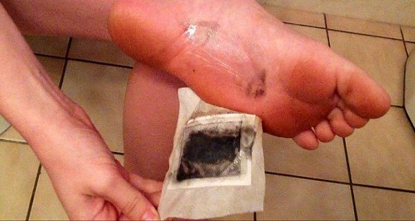 This Japanese Kinoki technique implies placing a handmade cartridge on the soles of your feet before going to bed. In the morning when you take them off, if the cartridge is blackened, that means that all the dangerous toxins are extracted from your body. Did you know that the bottom of your feet is a …