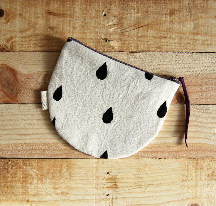 • Pequeña bolsita para llevar todo organizado en el bolso• Tela 100% algodón• Estampada a mano• Medidas aproximadas: 16,5 x 14 cm