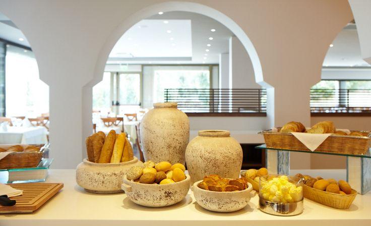 Bread the Love! #bread #breadtypes #breakfast #greekbreakfast #buffet #brioche #marbellacorfu  #corfu #greek
