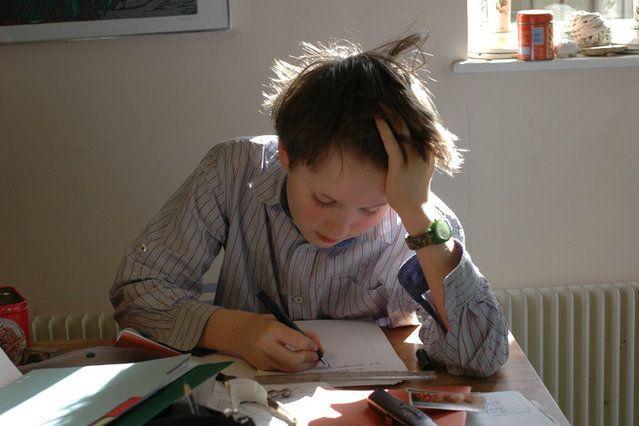Praca domowa jest bez sensu? Najstarszy filar edukacji zostaje zakwestionowany