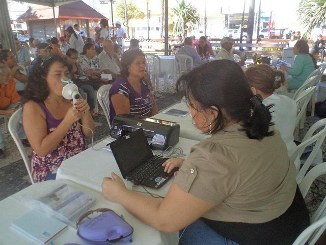 microQuark: COSMED portable spirometers @ World Spirometry Day 2012 (Fortaleza, Brasil) by cosmednews, via Flickr