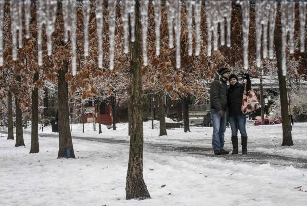 """A couple takes a """"selfie"""" following an ice storm in Toronto"""