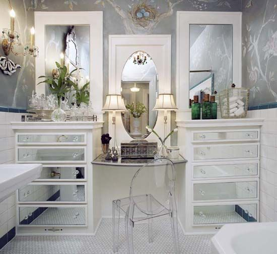 Example of only mirrored drawers.