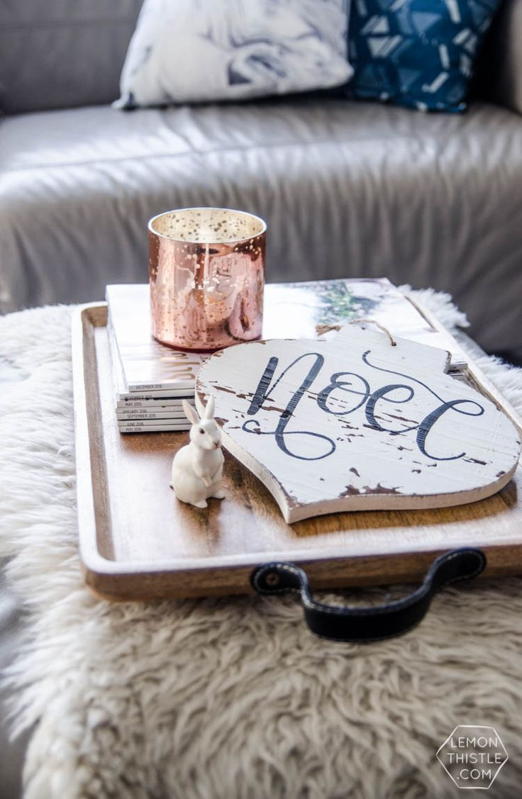How to clean your living room in 5 minutes - This Diy Noel Holiday Sign Was A 5 Minute Diy Thanks To A Printable Handlettering Practice Sheet And This One Trick To Easily Letter On Wood Signs