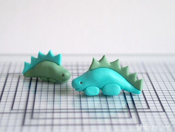 Décoration Gâteau avec des Dinosaures - Fondant Dinosaur Tutorial
